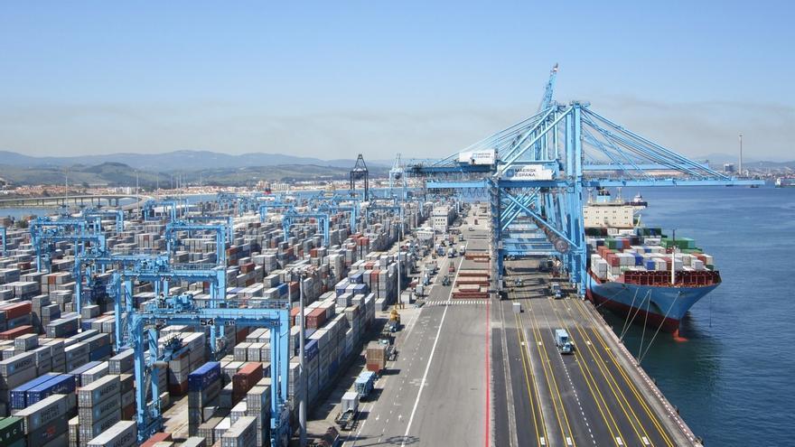 El Puerto de Algeciras fija los 100 millones de toneladas de mercancías como meta para 2016