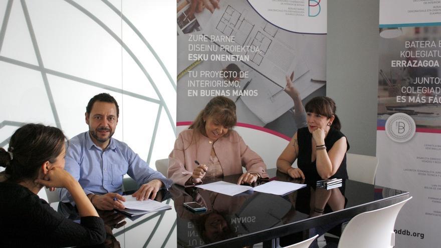 El comercio del Mueble y los decoradores y diseñadores de Bizkaia firman un acuerdo para asesorar a los clientes