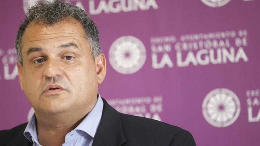 El alcalde de La Laguna aparta a Zebenzuí González del equipo de gobierno