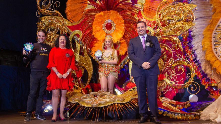La primera dama de honor, Naiara de la Calle Morales, con la fantasía 'Mi cuerpo pide salsa brindaba', del diseñador Jorge González Santana