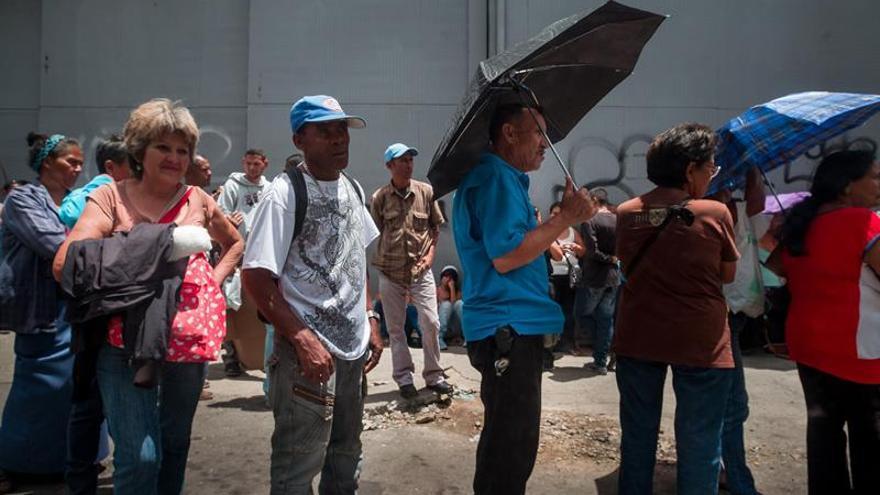 Más del 90 por ciento de los venezolanos ve negativa la situación del país, dice encuesta
