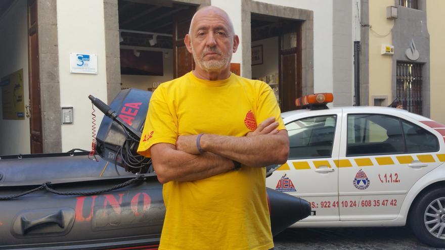 Ángel Cenjor es piloto de helicóptero y voluntario de AEA. Foto: LUZ RODRÍGUEZ