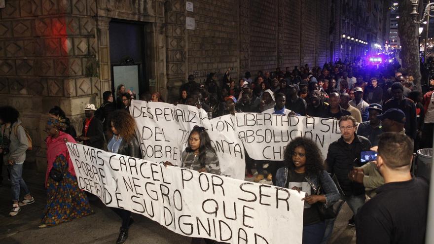 Marcha en Barcelona por las condenas a vendedores ambulantes