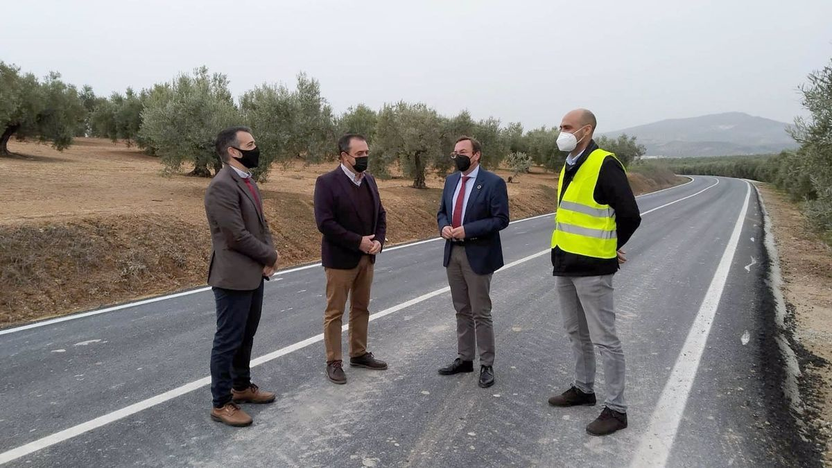 Francisco Palomares, visita las obras de la carretera provincial CO-6200.