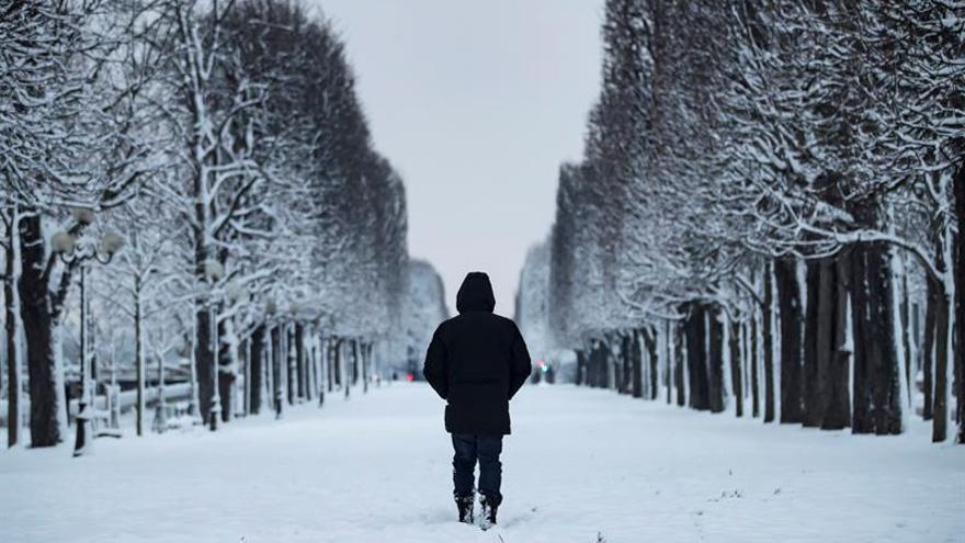 Un nuevo temporal de nieve barre el norte de Francia