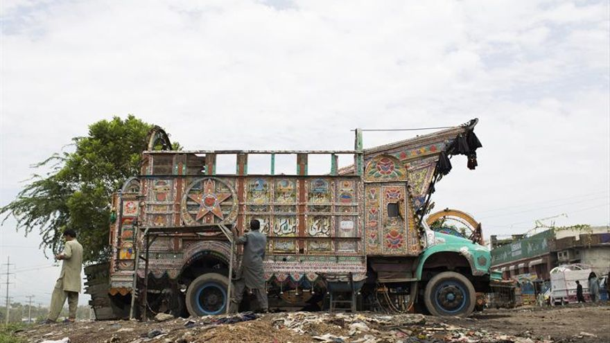 Arte sobre ruedas en las carreteras paquistaníes
