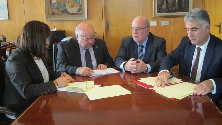 El Gobierno financia 82 becas para titulados de la UC en paro