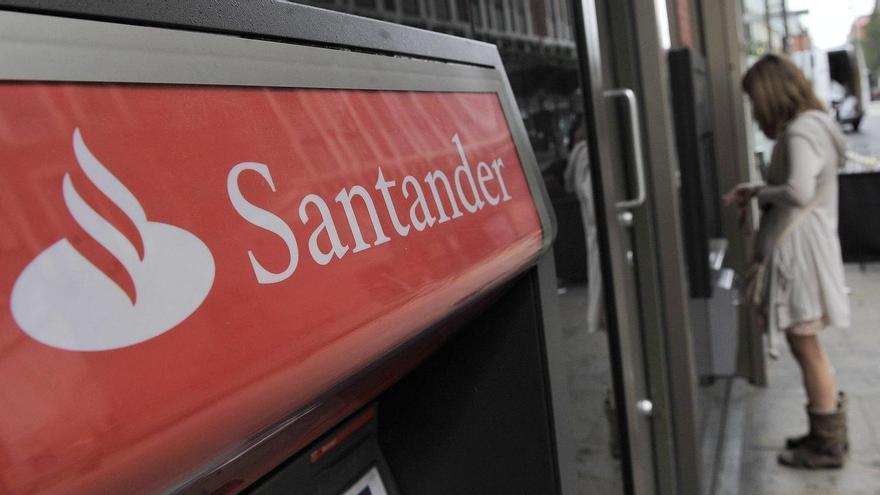 Cajero automático del Banco Santander. (EFE)