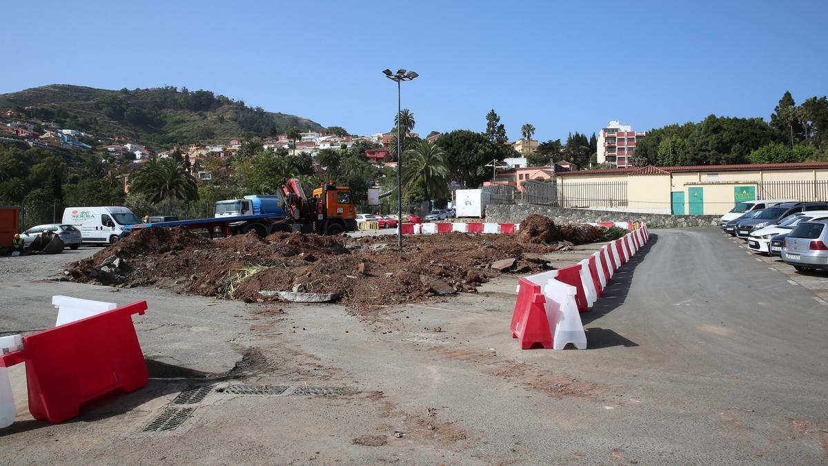 Obras para una nueva rotonda en Santa Brígida en el aparcamiento de la Finca El Galeón