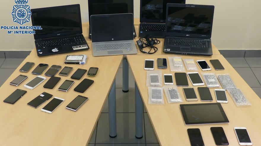 Dispositivos utilizados por el detenido en Gran Canaria interceptados por la Policía Nacional.