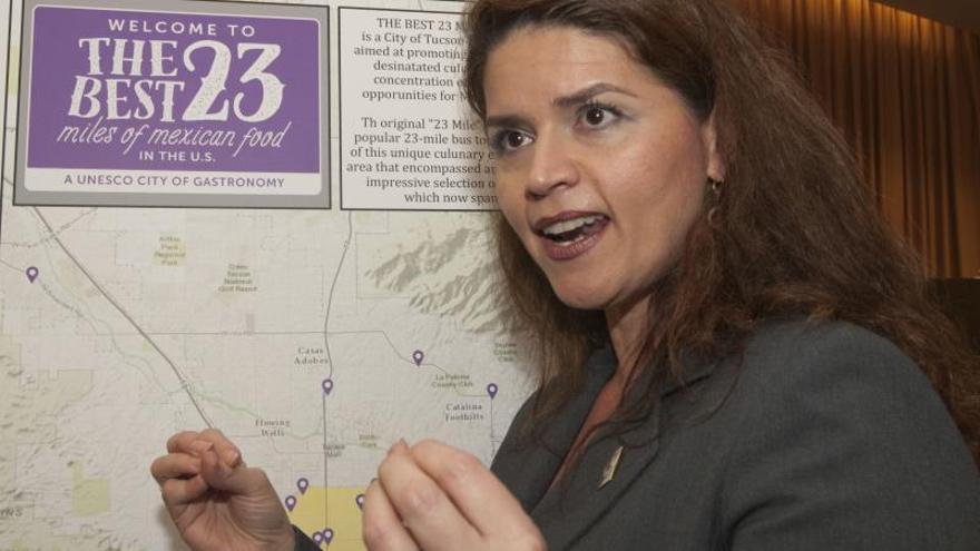 En la imagen, la nueva alcaldesa de Tucson, Regina Romero.