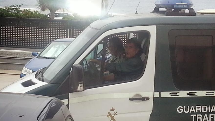 El condenado, Rogelio García, al volante de uno de los vehículos que la Guardia Civil asegura que estaba aparcado.