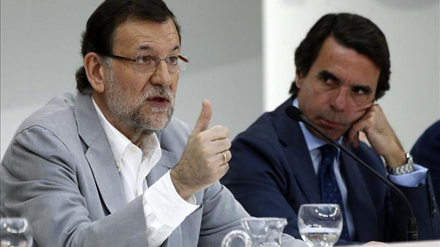 Rajoy considera ante Aznar que no es justo y no conduce a nada hacer balances ahora