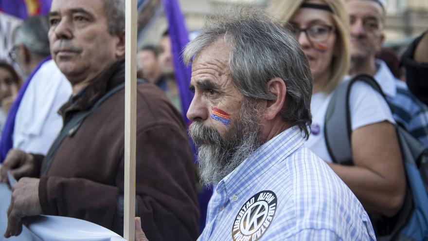 Manifestantes muestran su rechazo a investir, de nuevo, presidente del Gobierno a Mariano Rajoy
