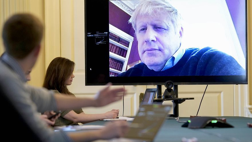 Boris Johnson participa por videoconferencia en la reunión del comité de seguimiento del coronavirus el 28 de marzo.