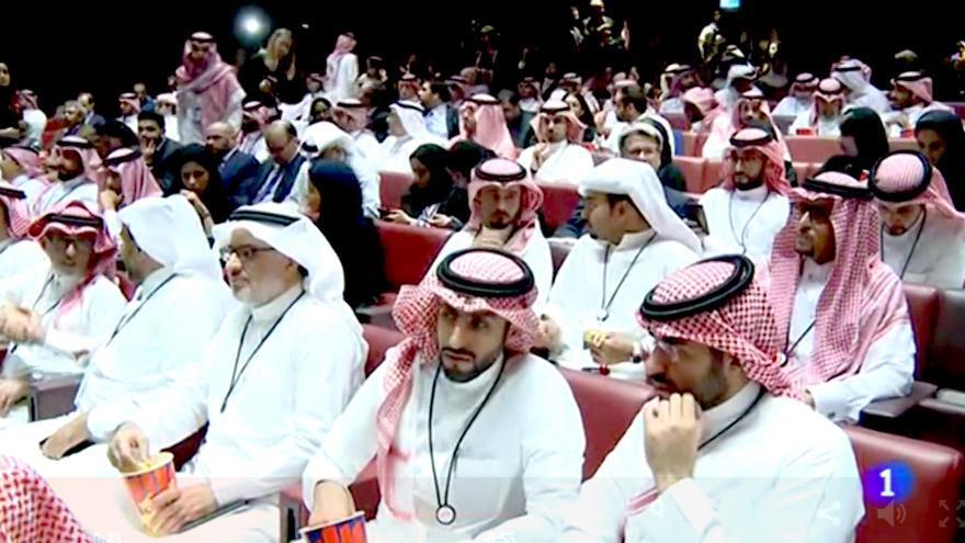 """El Telediario de TVE se suma al lavado de imagen de la dictadura de Arabia Saudí con un reportaje sobre su """"aperturismo"""""""