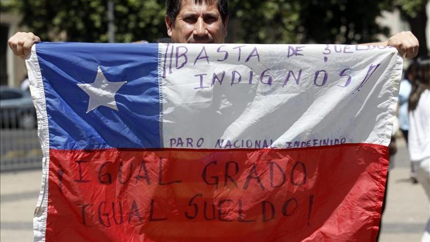 Empleados públicos chilenos inician una huelga de 72 horas en demanda de un aumento salarial