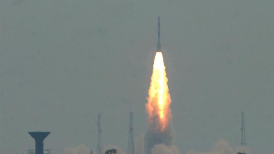 India lanza su cohete espacial de mayor capacidad