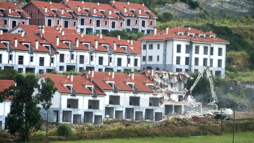 Los trabajos de demolición del Alto del Cuco durarán 6 meses y costarán 3,7 millones.   J.G. SASTRE