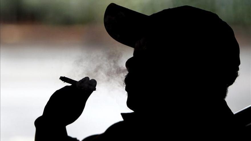 La AECC denuncia una relajación de la ley antitabaco en lugares públicos