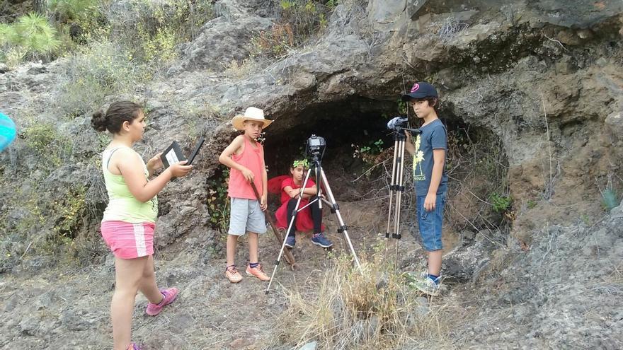 Alumnos de la Escuela de Cine 'Secuencia 27' en un rodaje.