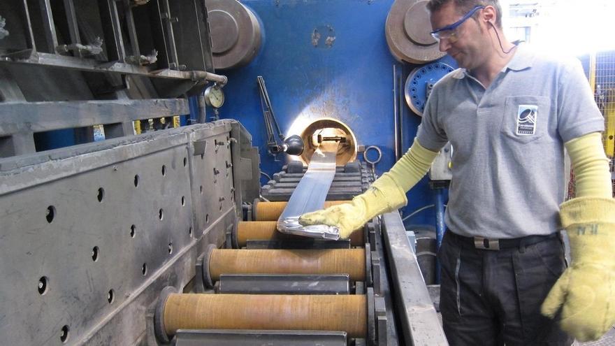 La producción industrial sube casi un 4% en Cantabria en mayo
