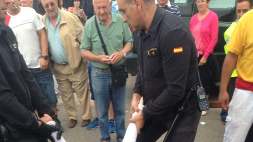 Varias personas que protestaban por el maltrato aminal del acto han sido detenidas./ Ruth Toledano.