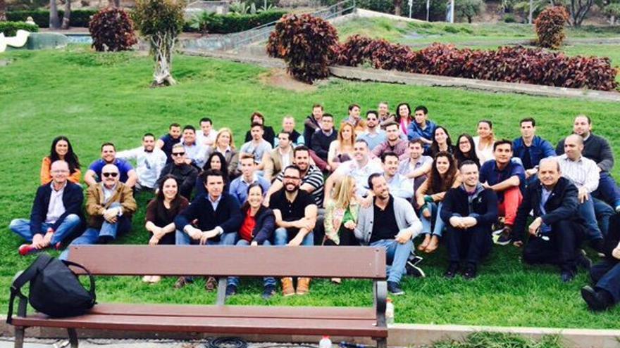 Encuentro de las Nuevas Generaciones de Gran Canaria con políticos del PP antes de las elecciones de mayo de 2015