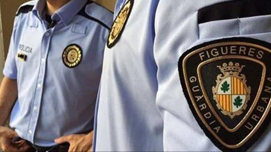 Uniforme de la policía local de Figueras. / Foto cedida