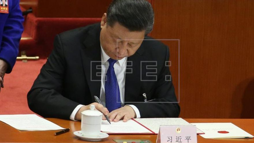 Xi promete más apertura económica al presidente del Foro Económico Mundial