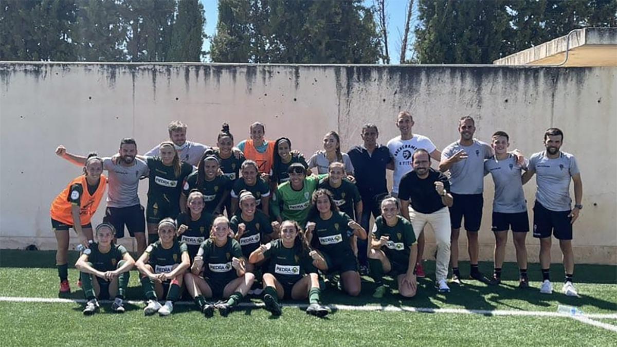 Jugadoras del Córdoba Femenino celebrando el triunfo