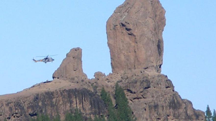 De un helicóptero posándose en el Tablón del Nublo #9