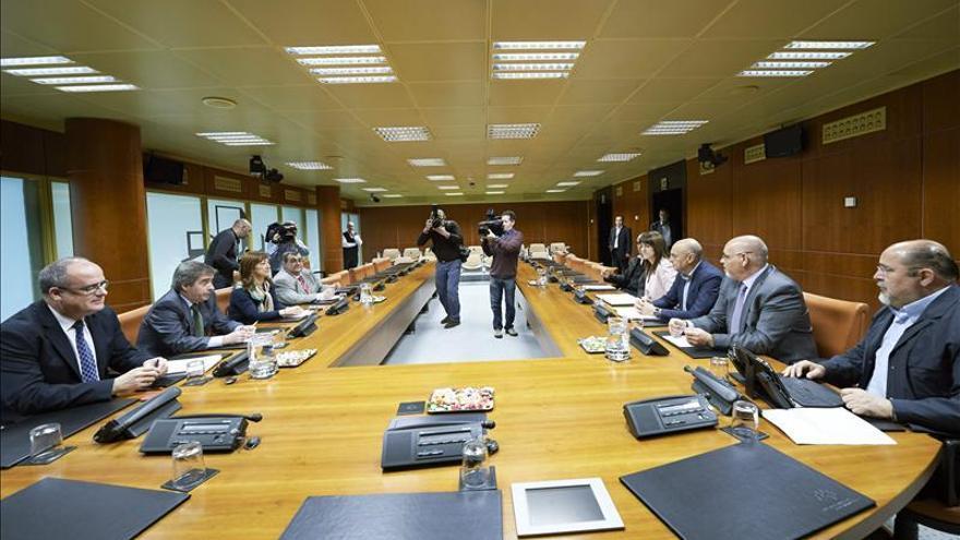 """El PNV y el PSE crean grupos de trabajo para alcanzar """"grandes acuerdos de país"""""""