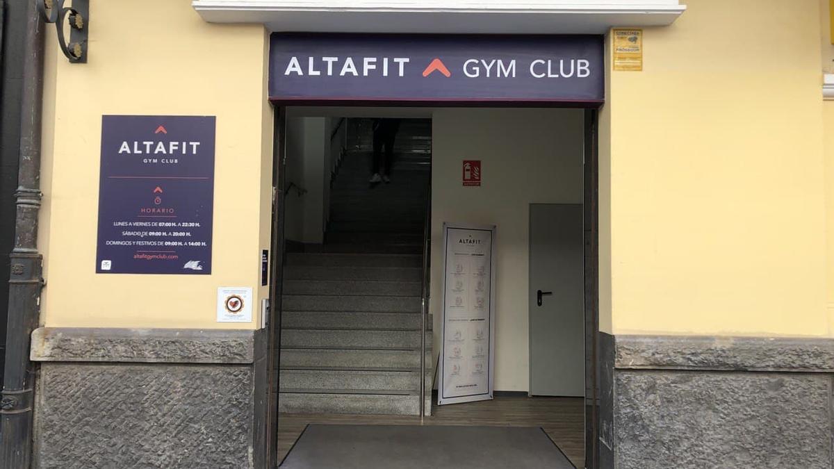 Entrada del gimnasio Altafit de Vitoria