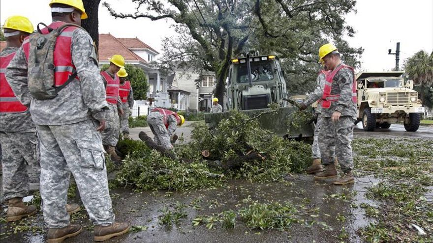 Una tormenta en la costa oeste de EE.UU. deja tres muertos y miles de personas sin luz