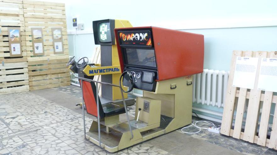 Magistral y Virazh (Viraje). Simulador de automóvil. Exposición de máquinas recreativas soviéticas, VDNKh, Moscú. Mayo 2015. Foto: Àngel Ferrero.