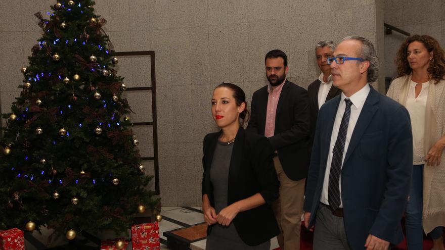 La vicepresidenta del Gobierno, Patricia Hernández, junto a consejeros los del PSOE tras el anuncio de la ruptura del pacto en Canarias.