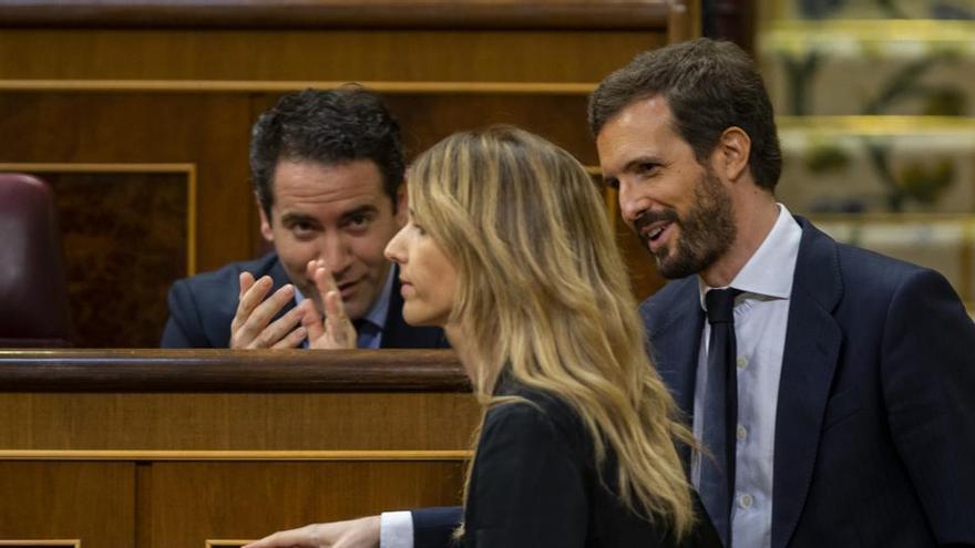Cayetana Álvarez de Toledo con Casado  y García Egea, tras su intervención en el Congreso. EP.Pool