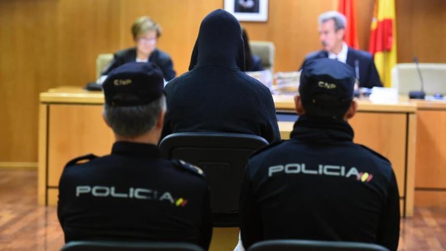 "Exprofesor religioso acepta 130 años de cárcel tras pedir ""perdón"" por abusos"