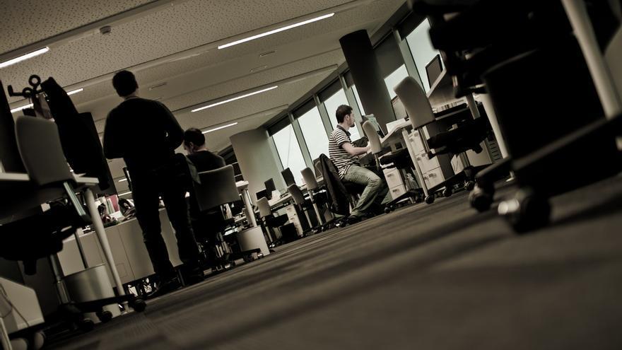 Trabajando en domingo. Foto: anieto2k   Flickr