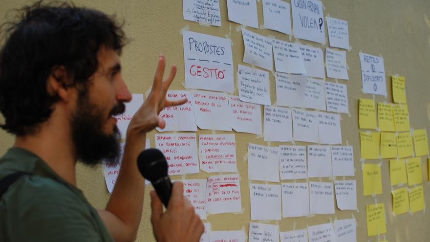 La plataforma Som Paral·lel hace el resumen de su última asamblea / J.M.
