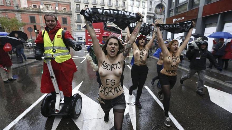 Pasan a disposición judicial las activistas de Femen detenidas ayer en Madrid