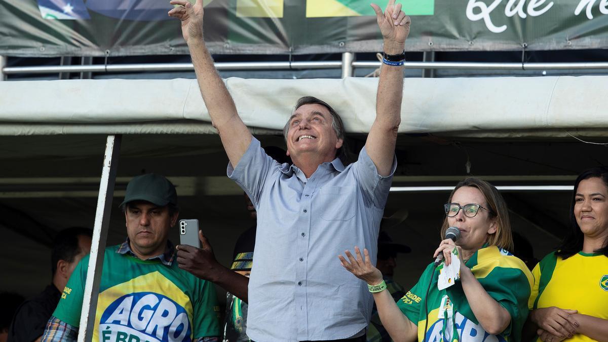 El presidente de Brasil, Jair Bolsonaro, participa en una marcha, en una fotografía de archivo.