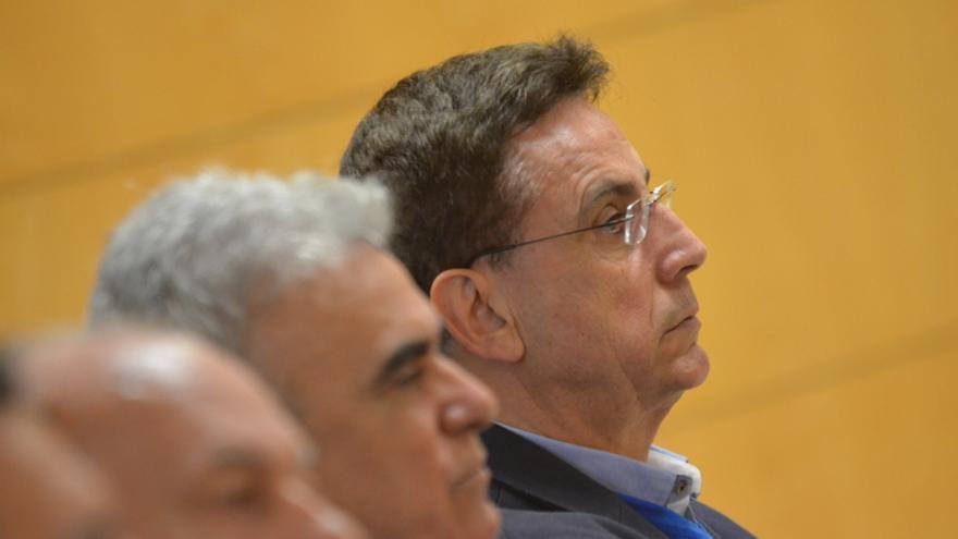 El exalcalde de Arona, José Alberto González Reverón, en el banquillo de los acusados durante el juicio que comenzó este lunes por el caso Arona 1