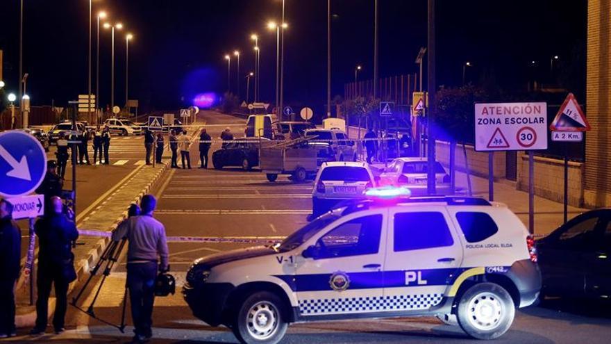 En coma la mujer tiroteada a las puertas de un colegio en Elda (Alicante)