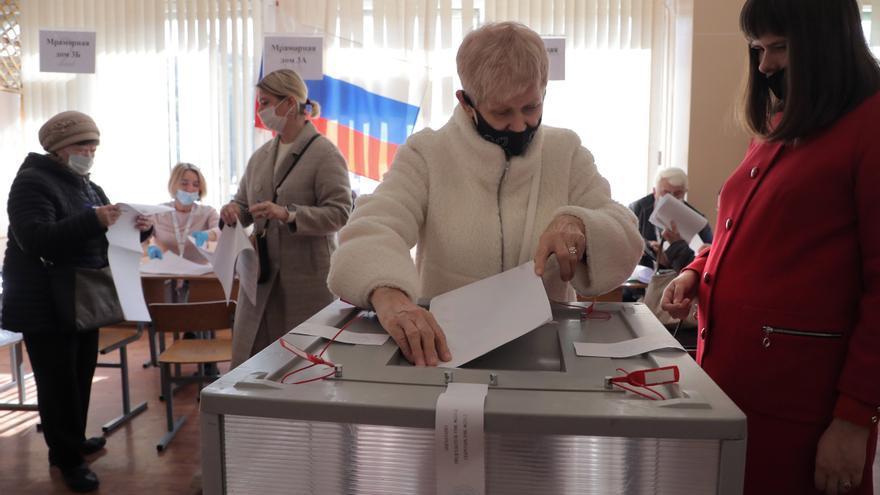 Una sala de votación en las elecciones legislativas rusas.