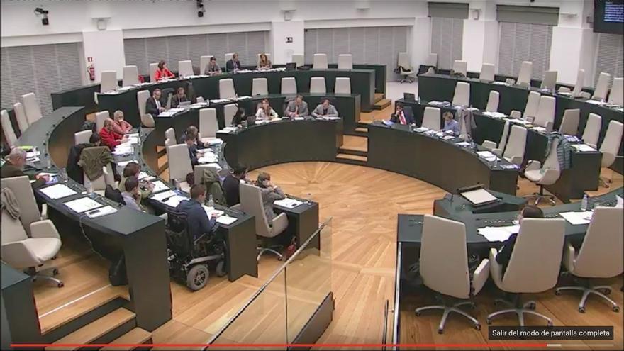Los concejales del PP abandonan el pleno del Ayuntamiento