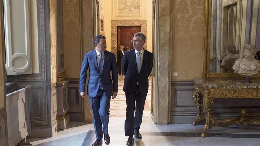 Renzi y Stoltenberg conversan en Roma sobre la crisis migratoria, Libia y Rusia