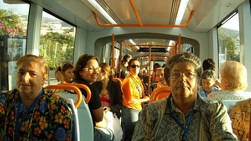 Interior del tranvía de Tenerife.
