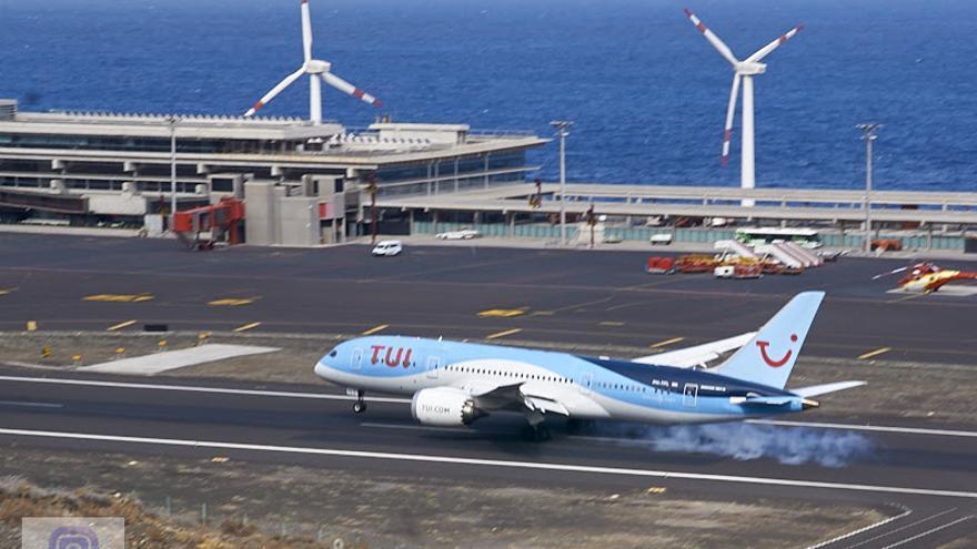Llegada el pasado domingo al Aeropuerto de La Palma por primera vez del Boeing 787-8 Dreamliner (AMS-SPC 665) directo desde Ámsterdam operado por Tui Airlines. Foto: JOSÉ A. AROZENA.